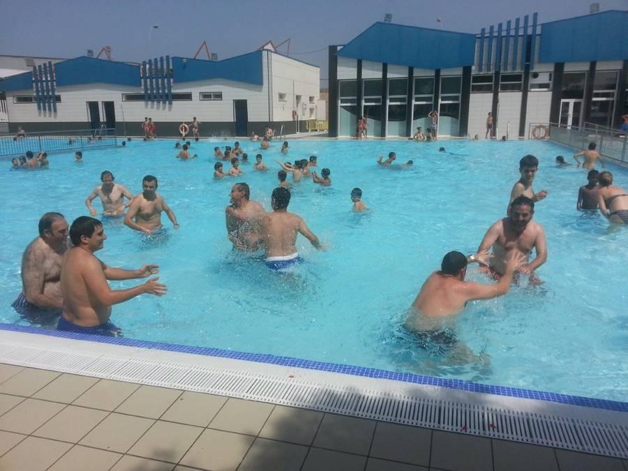 La r a nos vamos a la piscina municipal todos los martes y - Piscina de jodar ...